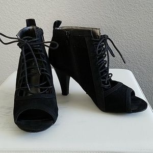 Nine West black open toes Ankle boots/shooties
